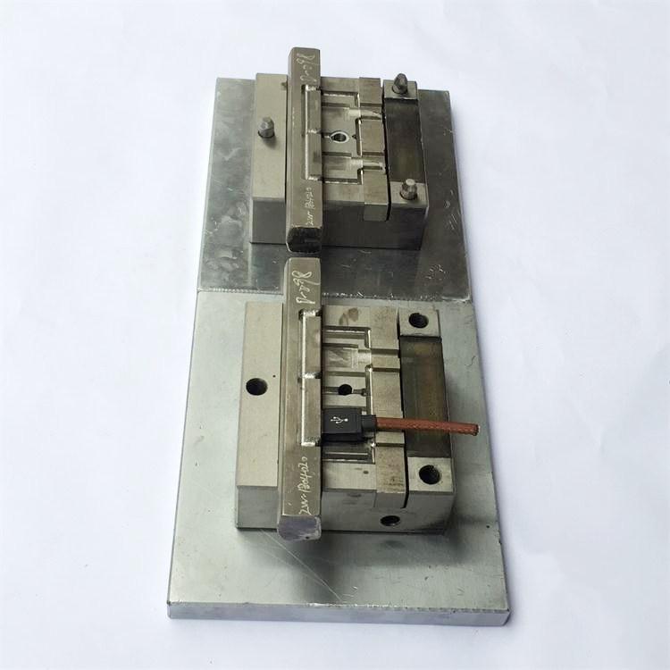 USB模内成型模具厂家
