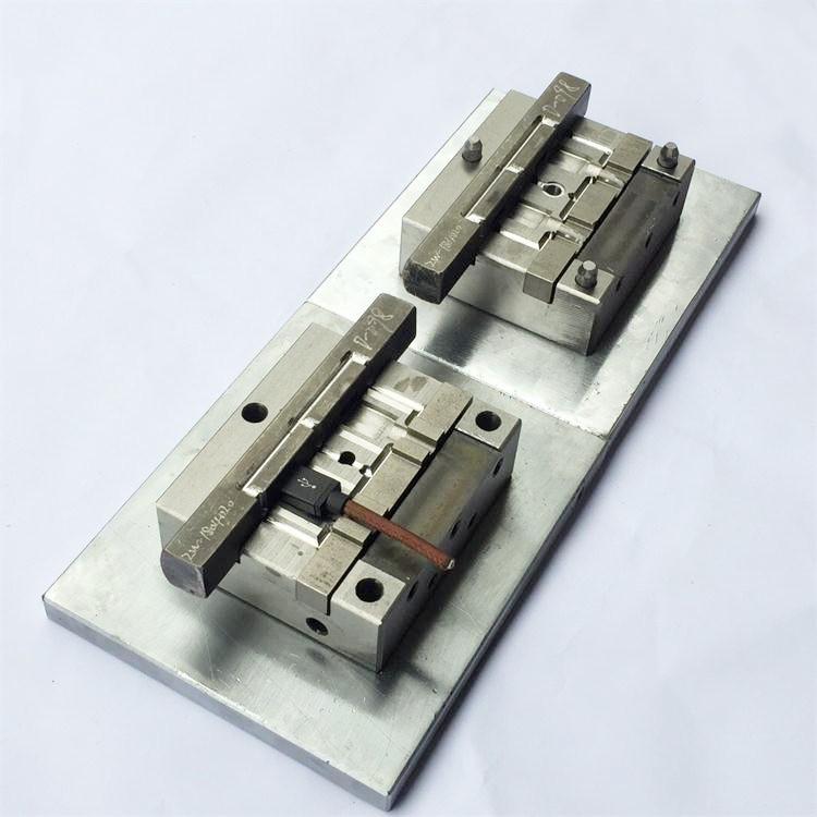 USB模内成型模具制作设计