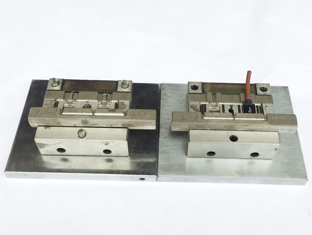 深圳USB模内成型模具