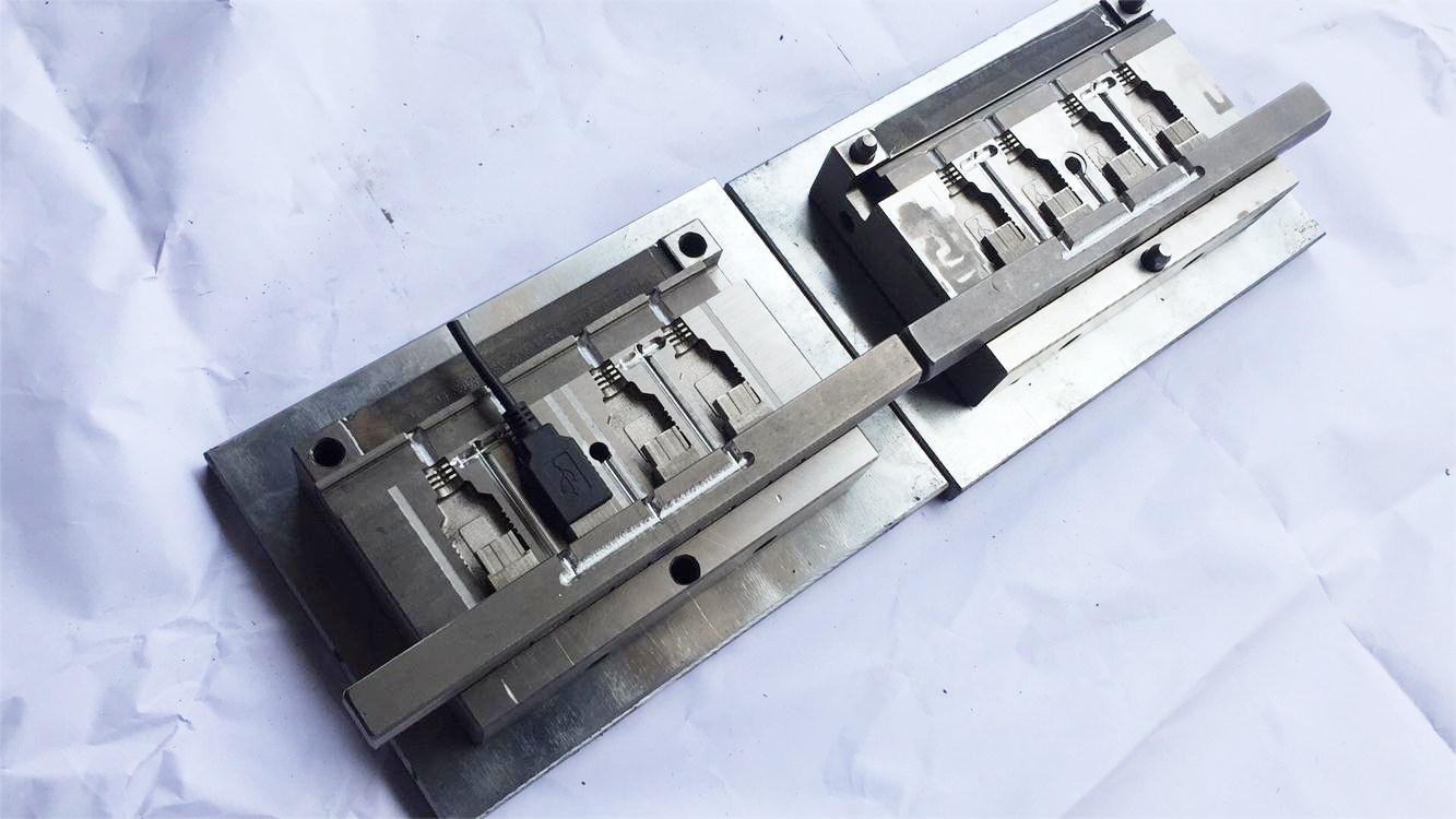 USB母头成型模具厂家制作