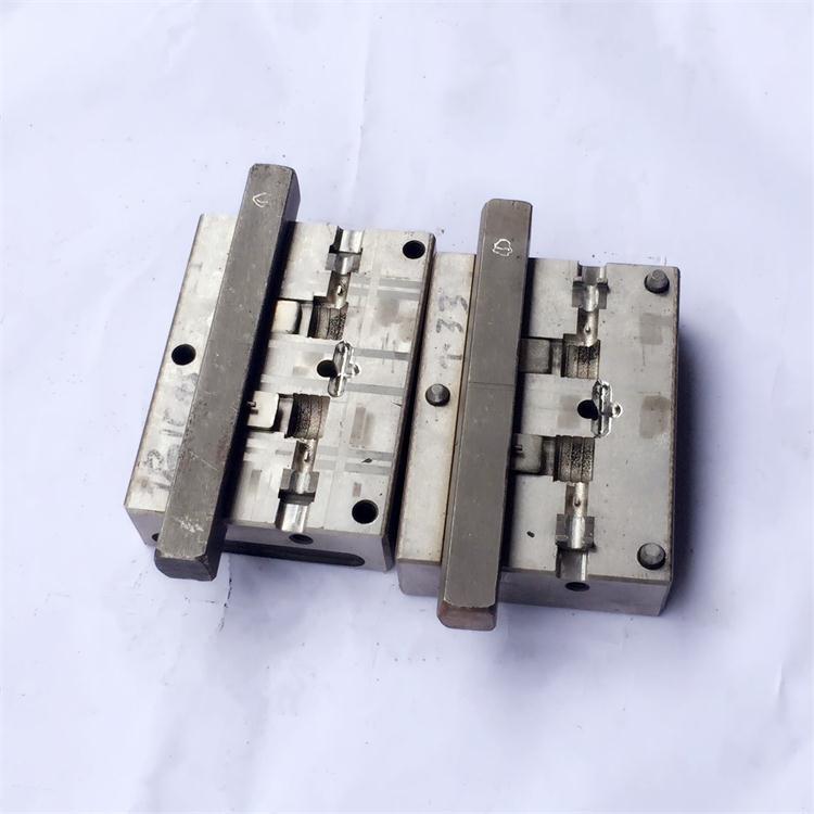 USB弯头模具开发设计