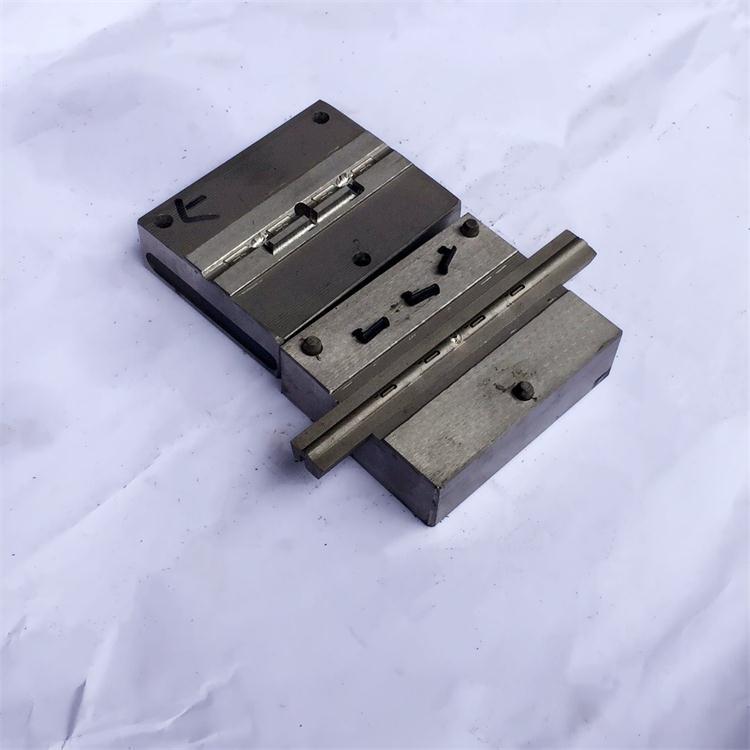深圳东莞蓝牙USB放尘塞模具厂家